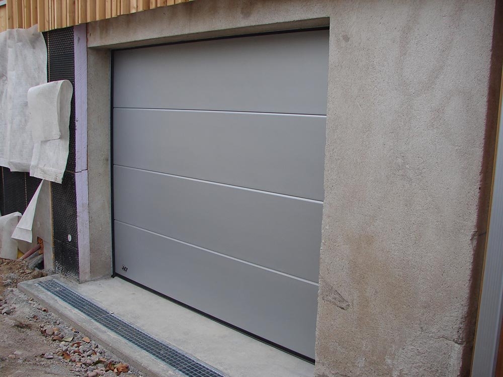 Installation Porte De Garage Motoris E Atelier Construction Maison Bois