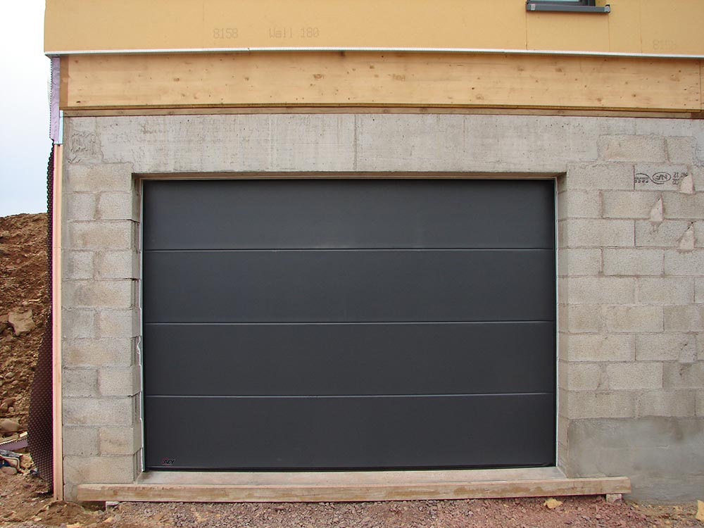 Installation porte de garage motoris e atelier for Porte de garage weber